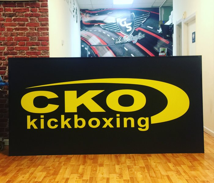 gs-vehiclegraphics-banner-signs-003