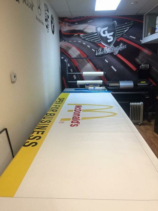 gs-vehiclegraphics-banner-signs-015